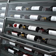 What are the recommended serving temperatures for wine?